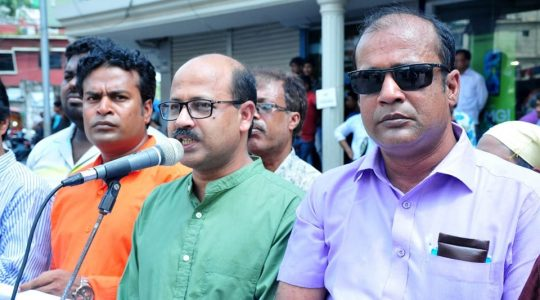 Rajshahi Journalist Union (RUJ) has arranged Human Chain and Protest Meeting against the attack of Theme Omar Plaza security staff